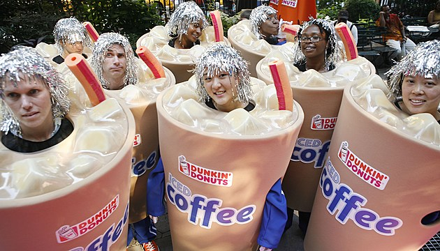 """Rachael Ray kicks off Dunkin' Donuts first ever """"Running Of The Cups"""""""